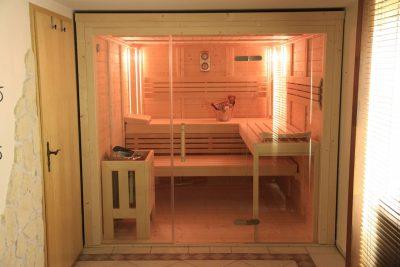 Saunabau Saunatech - Blockbohlensauna Nils mit Glasfront